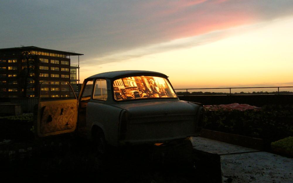 Tape artwork installed in a car by Max Zorn. Installation on roof top in Amsterdam. Kunst mit Klebeband installiert in ein Auto. art du ruban, auto.
